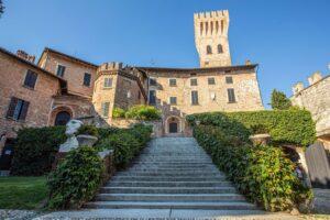 Sipping Castello di Cigognola Blanc De Noir, Oltrepò Pavese